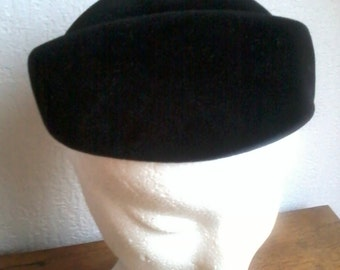beautifull little felt hat (1940)