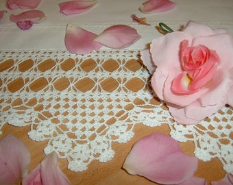 Crochet lace for edging. Triangle motifs. Edge for shelves and sideboards. Shabby chic style. Romantic lace House to order.