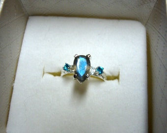 Ring Fine Blue Labradorite & Topaz in sterling silver - custom size,  recycled, eco-friendly - Screaming Blue Flash - Fancy Showoff