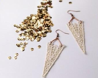 art deco lace statement earrings // ROAN // geometric earrings // ivory // wedding // modern bride // triangle