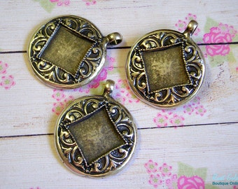 1 Round Silver Pendant Blank setting, embossed patterned frame in Boho and Vintage style, Antiqued, Oxidized, Rustic, Sterling Silver Plated