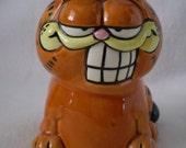 Vintage Smiling Grinning Garfield Figurine