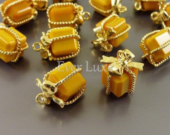 2 mustard yellow wrapped present gift glass charms for jewelry making / glass beads charms 5096G-MU (bright gold, mustard, 2 pieces)
