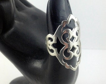 Beautiful large damask patterned sterling silver ring for thumb or fingers