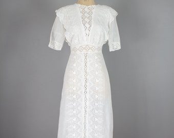 Edwardian Wedding Dress . Antique White Cotton . 1910 Floral Embroidered Lace . XS
