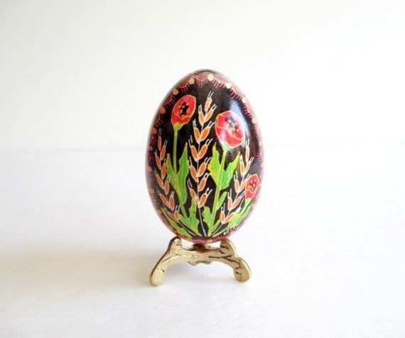red poppies Ukrainian egg, Pysanka gift for mother's day, unique handcrafted gift that can be personalized,how Ukrainians celebrate Easter