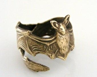 Vintage Ring - Bat Ring - Vintage Brass jewelry - Adjustable Ring -  Statement Ring - handmade jewelry