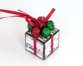 Sheet Music Christmas Tree Ornament with Jingle Bells Red and Green Small Christmas Present Package Decoration