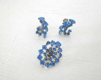 Vintage Dark Blue Rhinestone Brooch Earrings Jewelry Set Screw Back Demi Parure Silver Tone Mid Century Costume Jewelry GallivantsVintage