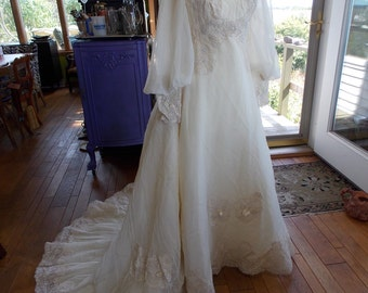 Vintage wedding dress 1970s chantilly lace renaisssance farie style