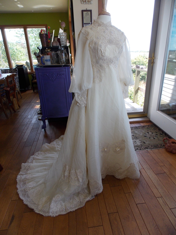 Vintage wedding dress 1970s chantilly lace renaisssance farie for Chantilly lace wedding dress
