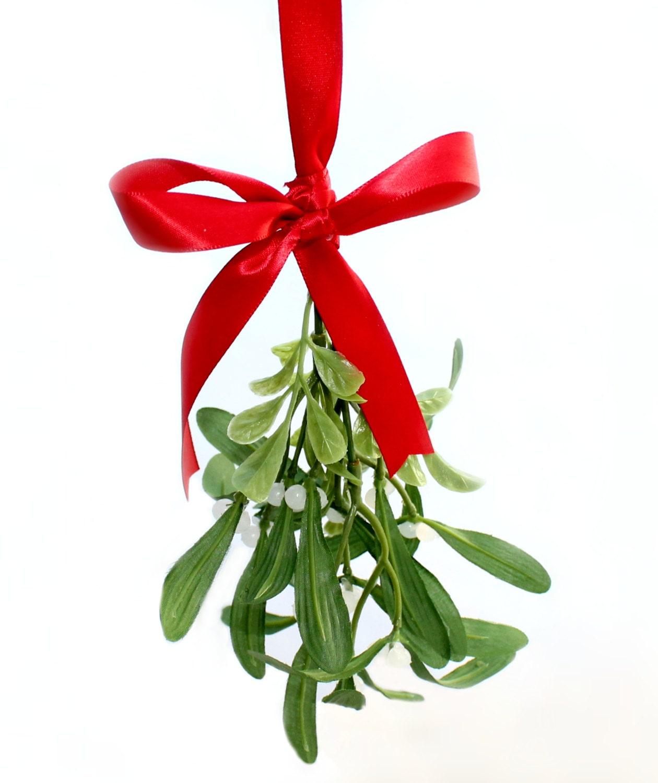 Pucker up hanging mistletoe for Vintage weihnachtsdeko