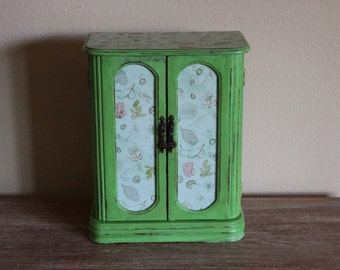 SALE 15% OFF  Refurbished Painted Soft Green Vintage Jewelry Box