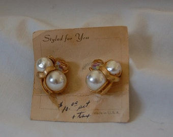 VINTAGE LUXE Faux Pearl and Champagne Colored Glass Bead Gold Set Clip On Earrings