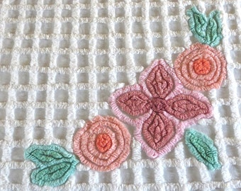 Vintage Chenille Bedspread Queen Size White Pink Daisies Coverlet