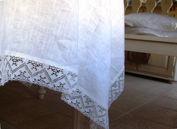 hnliche artikel wie wei e leinen tischdecke mit leinen spitze gemacht bestellen aufgeweicht. Black Bedroom Furniture Sets. Home Design Ideas