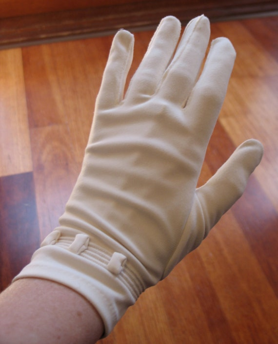 Vintage 1950s Cream 4-button Length gloves