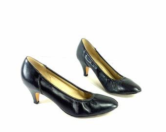 20 SALE -- Minimal Black Leather Pumps 7 - High Heels 7