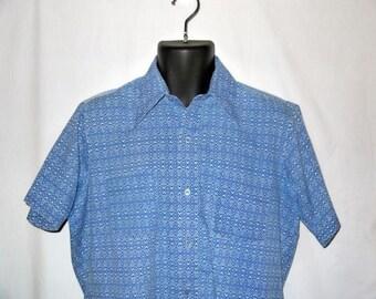 Vintage 70s shirt / mens hipster hippie grunge / ethnic geometric print / 1970s button up short sleeve .. M L / chest 46