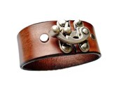 Customizable Leather Clasp Cuff 1.5 Inches Wide