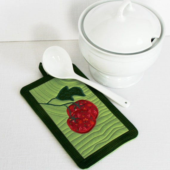 Quilted Pot Mitt with Tomato Applique on Green Background Potholder Oven Mitt, Pot Holder