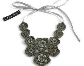 Khaki flower necklace / Flower necklace / Taupe necklace / Statement necklace / Bib necklace / Vintage style / Crochet jewelry / Hippie