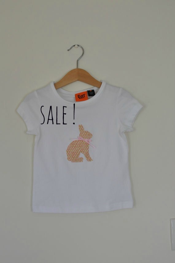 SALE! Mavis the bunny rabbit white girls applique top. age 3
