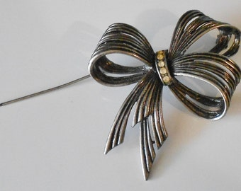 Vintage bow brooch, bow pin with rhinestone center 1970s jewelry