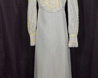 "Vintage White w Ivory Chiffon 1960s Lace Bib & Ruffles Wedding Dress/Gown w 70"" Train, Size 10"