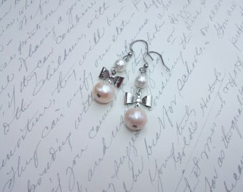 White and champagne pearls with bows earrings
