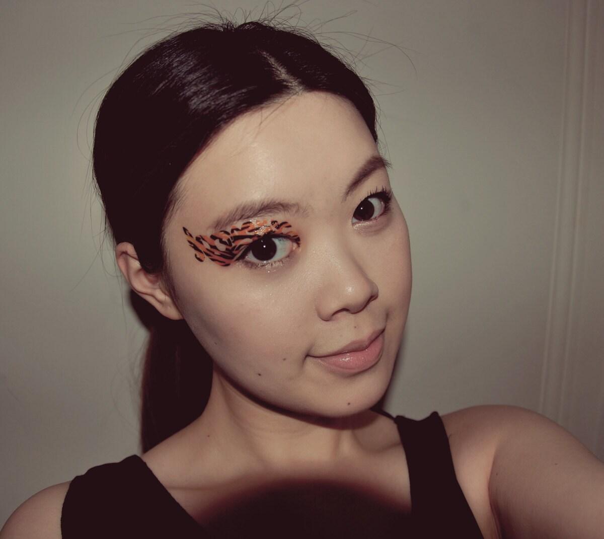 Temporary tattoo makeup eyeshadow tiger animal print festival for Eye temporary tattoo makeup