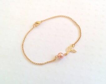 Leaf bracelet, gold bracelet, pearl bracelet, charm bracelet, leaf charm, chain bracelet, cute bracelet, friendship bracelet, gold chain