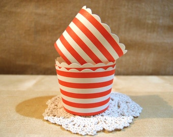 CLEARANCE SALE! Red and White Circular Striped Baking Cups Muffins Cups Treat Cups (20)