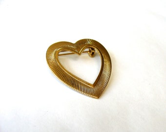 Heart pin, Vintage heart pin gold heart pin heart brooch gold tone lapel pin heart lapel pin