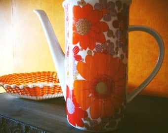 Floral pattern of the 1970s coffee