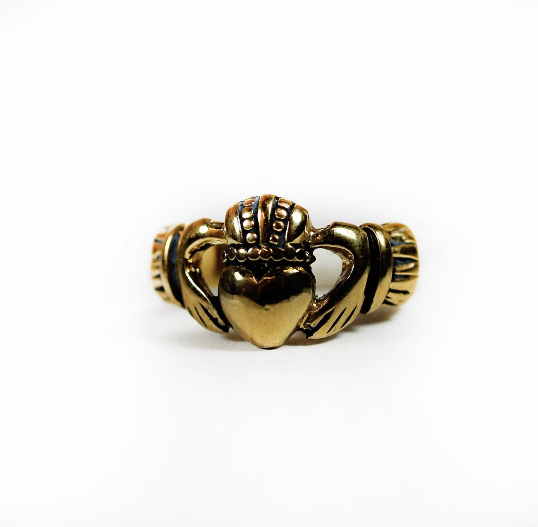 vintage claddagh ring antiqued gold tone 18k gold