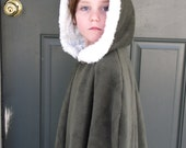 Girls Fleece Cloak with faux fur trim size 10/12