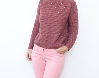 Vintage mauve 80s women sweater with beaded white pearls / jumper cardigan pink