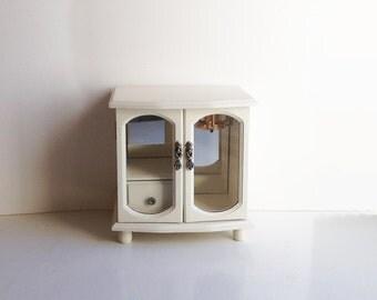 Vintage Wood Jewelry Case Upcycled / Painted Jewelry Box / Ivory / Cream of Wheat / Shabby Chic Decor / Trinket Box / Display Case