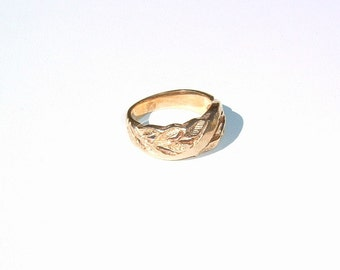 1970's Chunky Leaf Design Old GOLD WIDE 14K Band Ring  Size 7- 8
