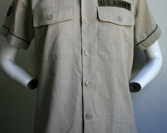 1970/80's US Army Military style shirt with airborne flight corps sargeant patches long cotton unisex short sleeved shirt- men's sz S/M