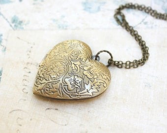 Large Heart Locket Necklace Gold Floral Picture Locket Pendant Vintage Style Long Chain Valentines Day gift For Mom Mothers Girlfriend Women