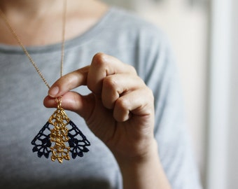 Pendant lace necklace blue with gold painted pattern