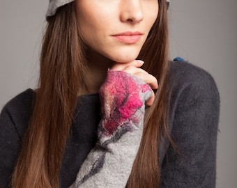 Fabulous hat with flower gray and fuchsia merino wool very soft FREE SHIPPING