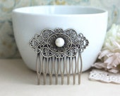 FreshWater Button Pearl, Shabby Chic, Vintage Style Art Nouveau Hair Comb. Pearl Wedding Clip. Bridesmaids Gift. Metal Filigree Haircomb.