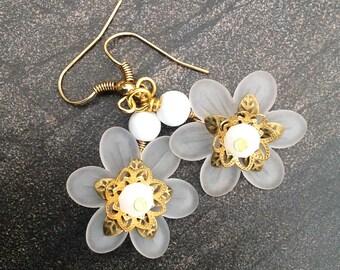 White Lucite Flower Earrings, white flower earrings, white earrings, lucite earrings, gold earrings, flower earrings, lucite flower earrings