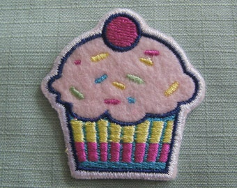 Strawberry Cupcake Iron On Patch / Applique 50x50mm (2x2 inches) - Code PC102