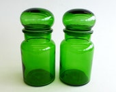 2 x MEDIUM Vintage Green Glass Apothecary Jars with Lids, Made in Belgium 1970s, Emerald Green Glass Bottles, V0133 - eclecticmoi