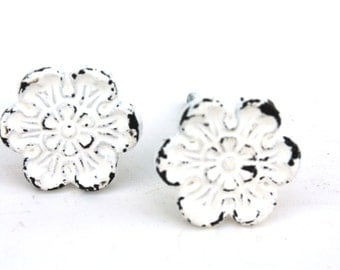 Shabby Cottage Chic White Cast Iron Flower Drawer Pull