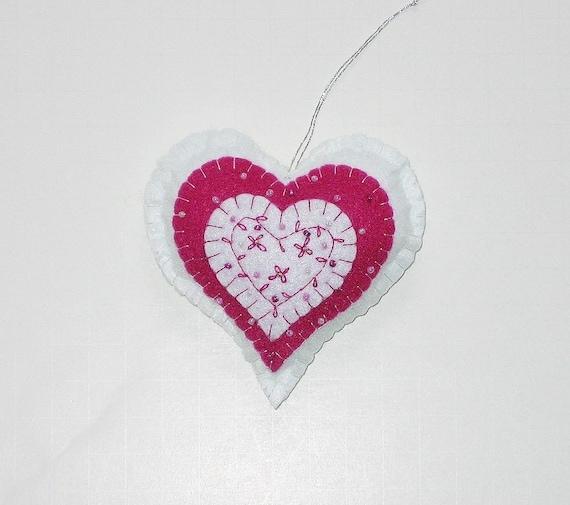 Hand Embroidery Heart   Makaroka.com